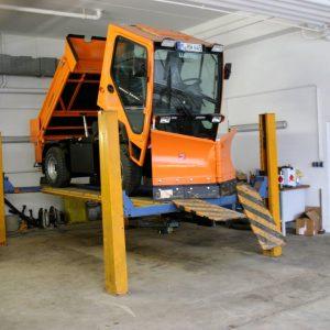 Kehrmaschine in Werkstatt