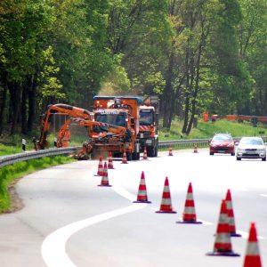 Mäharbeiten auf der Autobahn