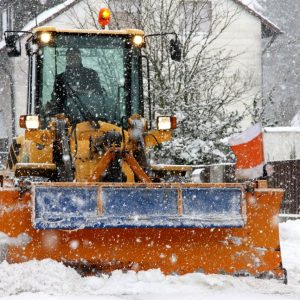 Radlader mit Schneepflug